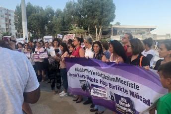 """Mersin İl Kadın Meclisinin Mersin Özgecan Aslan Meydanı'nda Yaptığı """"Ölmek İstemiyoruz"""" Basın Açıklamasına Katılımımız.-03"""