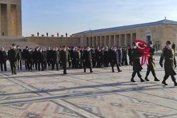 Varlık nedenimiz, bağımsızlığımızın temeli Lozan Antlaşması'nı imzalayan, Mustafa Kemal Atatürk'ün silah arkadaşı İkinci Cumhurbaşkanımız ve Genel Başkanımız İsmet İnönü'yü kabri başında andık.