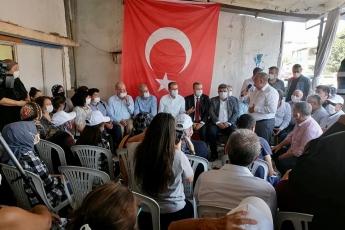 Büyükşehir Belediye Başkanımız Vahap Seçer, Milletvekilimiz Cengiz Gökçel, İl Başkanımız Adil Aktay ve örgütümüzle birlikte esnafımızın sorunlarını dinledik. Genel Başkanımız Sayın Kemal Kılıçdaroğlu'nun,  esnaflarımızın sorunları ile ilgili açıkladığı çözüm paketini anlattık. - 5