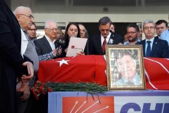 CHP İl Binası Önünde Eski İl Başkanı Hüseyin TOKSOY Vefatı Dolayısıyla Düzenlenen Törene Katılımımız