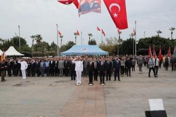 Mersin Cumhuriyet Meydanı'nda, 29 Ekim Cumhuriyet Bayramı'nın 96. Yılı Kutlama Etkinlikleri Kapsamında Çelenk Koyma Törenine Katılımımız. -02