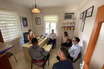 Mezitli İlçe Başkanımız, Kadın Kolları Başkanımız ile birlikte Mezitli Atatürk  Mahallesi Muhtarımız Badegül Kaptan'ı ziyaret ederek Atatürk Mahallemizin ve Mahallelilerimizin sorunlarını dinledik. - 2