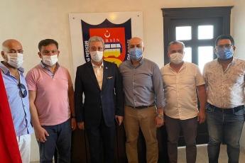 Mersin Servis Aracı İşletmecileri Esnaf Odası Başkanı Zafer Çekmez'i ziyaret ederek servisçi esnafımızın yaşadığı sorunlarını dinledik. Kendilerine partimizin çözüm önerilerini aktardık. - 3