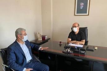 Mersin Kırtasiyeciler Odası Başkanı Mehmet Reşat Kıvılcım'ı ziyaret ederek okulların açılmaması sebebiyle Kırtasiyeci esnafımızın yaşadığı sorunları konuştuk. Partimizin çözüm önerilerini kendilerine aktardık. - 1