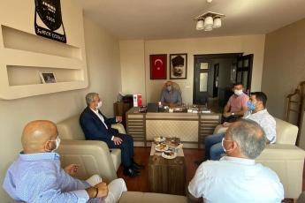 Mersin Servis Aracı İşletmecileri Esnaf Odası Başkanı Zafer Çekmez'i ziyaret ederek servisçi esnafımızın yaşadığı sorunlarını dinledik. Kendilerine partimizin çözüm önerilerini aktardık. - 2