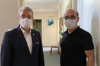 Mersin Kırtasiyeciler Odası Başkanı Mehmet Reşat Kıvılcım'ı ziyaret ederek okulların açılmaması sebebiyle Kırtasiyeci esnafımızın yaşadığı sorunları konuştuk. Partimizin çözüm önerilerini kendilerine aktardık. - 2