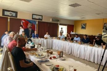 """Mersin'de gazetecilerle  gündemi konuşuyor, yeni çıkan son 1 yıllık çalışma raporum olan """"Vekilim Bizim İçin Ne Yaptın 2"""" kitabımı anlatıyorum... - 4"""