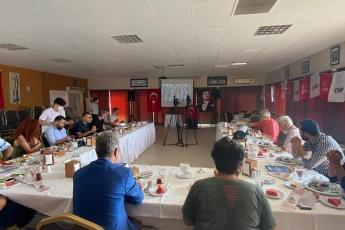 """Mersin'de gazetecilerle  gündemi konuşuyor, yeni çıkan son 1 yıllık çalışma raporum olan """"Vekilim Bizim İçin Ne Yaptın 2"""" kitabımı anlatıyorum... - 5"""
