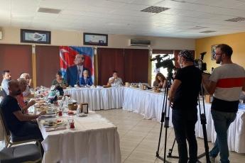 """Mersin'de gazetecilerle  gündemi konuşuyor, yeni çıkan son 1 yıllık çalışma raporum olan """"Vekilim Bizim İçin Ne Yaptın 2"""" kitabımı anlatıyorum... - 1"""