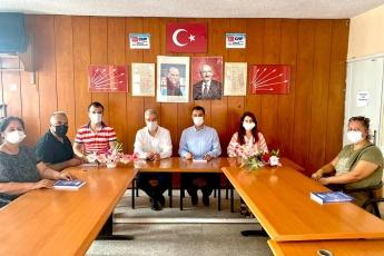 Tarsus İlçe Başkanlığımızı ziyaret ederek, İlçe Başkanımıza ve ilçe yönetim kurulumuza ve kadın kolları başkanımıza çalışmalarımı içeren ikinci kitabımı takdim ettim. - 1