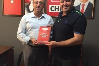 Mersin CHP Mezitli İlçe Başkanımız Sayın Ahmet Serkan TUNCER'i Ziyaret Ederek, Bir Yıllık Çalışmalarımızı İçeren Kitabımızı Takdimimiz.