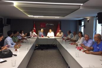 Mersin CHP İl Başkanımız Sayın Adil AKTAY ve İl Yönetimimizi Ziyaret Ederek, Bir Yıllık Çalışmalarımızı İçeren Kitabımızı Takdimimiz.-01