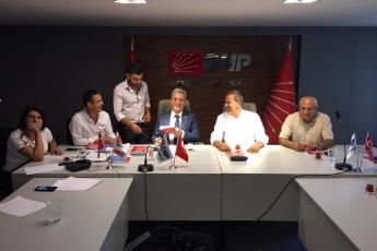 Mersin CHP İl Başkanımız Sayın Adil AKTAY ve İl Yönetimimizi Ziyaret Ederek, Bir Yıllık Çalışmalarımızı İçeren Kitabımızı Takdimimiz.-02