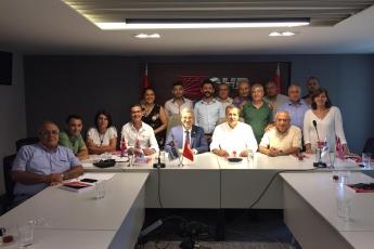 Mersin CHP İl Başkanımız Sayın Adil AKTAY ve İl Yönetimimizi Ziyaret Ederek, Bir Yıllık Çalışmalarımızı İçeren Kitabımızı Takdimimiz.-03
