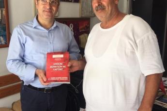Mersin Bahçe Mahallesi Muhtarımız Sayın Mehmet DANE'yi Ziyaret Ederek, Bir Yıllık Çalışmalarımızı İçeren Kitabımızı Takdimimiz.