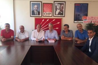 Mersin CHP Akdeniz İlçe Başkanımız Sayın Ünal UYAR'ı ve Örgüt Yöneticilerimizi Ziyaret Ederek, Bir Yıllık Çalışmalarımızı İçeren Kitabımızı Takdimimiz.-01