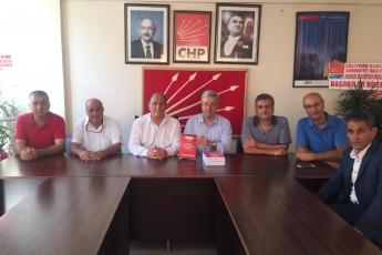 Mersin CHP Akdeniz İlçe Başkanımız Sayın Ünal UYAR'ı ve Örgüt Yöneticilerimizi Ziyaret Ederek, Bir Yıllık Çalışmalarımızı İçeren Kitabımızı Takdimimiz.-02