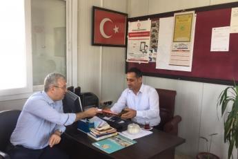 CHP Tarsus İlçe Başkanımız Ali İlk İle Birlikte Tarsus Girne Mahallesi Muhtarımız Ramazan İnal'ı Ziyaret Ederek, Bir Yıllık Faaliyetlerimizi İçeren Kitabımızı Takdimimiz.-01