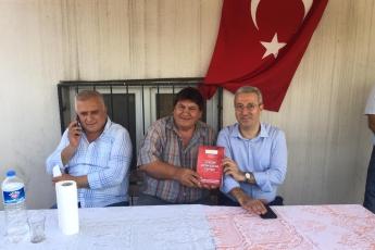 CHP Tarsus İlçe Başkanımız Ali İlk ile Birlikte Tarsus Şahin Mahallesi Muhtarımız Hüseyin Aydın'ı Ziyaret Ederek, Bir Yıllık Faaliyetlerimizi İçeren Kitabımızı Takdimimiz.-01