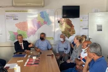 Erdemli İlçe Başkanlığımızı ziyaret ederek Ahmet Dursen Şahin başkanımıza ve yönetimine hayırlı olsun ziyaretinde bulunduk.