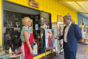 Mezitli Belediyesi Sanat Çarşısındayız. Sanat emekçilerimiz ve ürettikleri güzel eserlerle biraradayız...