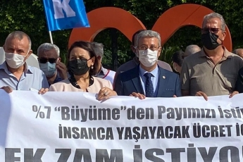 KESK Büro Emekçileri Sendikası Adana Şubesi'nin insanca yaşayacak ücret, ek zam ve 3600 ek gösterge talebini içeren basın açıklamasına destek verdik. Mutlu azınlık değiller, çoğunluktalar, insani bir ücret istiyorlar.