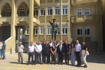 Okul ve Sandıklarda Görevli Mersinli Avukat Arkadaşlarımızla Sultanbeyli Sabiha Gökçen Mesleki ve Teknik Anadolu Lisesindeyiz.