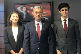 İstanbul Amerikan Koleji Öğrencilerinin Türk Parlamentosu Projesi İçin TBMM de Ziyaretleri-01