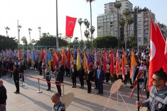 10 Kasım 2019 Atatürk'ün Ölümünün 81. Yılı Anma Programı kapsamında Cumhuriyet Meydanında yapılan Çelenk sunma Törenine Katılımımız.-01
