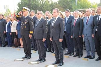10 Kasım 2019 Atatürk'ün Ölümünün 81. Yılı Anma Programı kapsamında Cumhuriyet Meydanında yapılan Çelenk sunma Törenine Katılımımız.-04