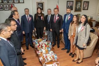 Kuzey Kıbrıs Türk Cumhuriyeti'nin 36. kuruluş yıl dönümü dolayısıyla düzenlenen kutlama programı kapsamında, KKTC Mersin Başkonsolosu Zalihe Mendeli'nin makamında gerçekleşen tebrik kabulüne katılımımız.