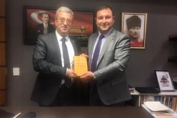 """TBMM'de Ali Mert Taşcıer'in """"Neo-Liberalizm Yerelleşme ve Türkiye"""" Adlı Kitabını Bize Takdimi."""
