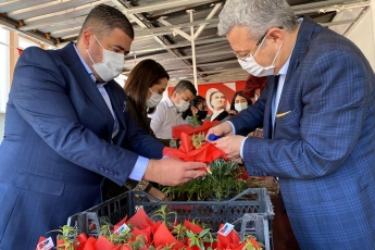 Mezitli İlçe Başkanımız Ahmet Serkan Tuncer, Kadın Kolları Başkanımız Aslı Tuğçe Çalışkan ve İlçe Yöneticilerimizle Birlikte, Emekçi Kadınlarımızın 8 Mart Dünya Emekçi Kadınlar Gününü Kutladık.