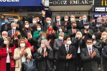 Genel Başkanımız sayın Kemal Kılıçdaroğlu'nun görevlendirmesi ve Genel Başkan Yardımcımız Ahmet Akın'ın organizasyonuyla 21 Milletvekili ve Parti Meclisi üyesi arkadaşlarımla birlikte Isparta'da vatandaşlarımızla, esnafımızla, çiftçimizle, gençlerimiz ve kadınlarımızla beraberiz.