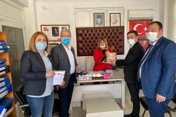 8 Mart Dünya Emekçi Kadınlar Günü vesilesiyle Çiftlikköy Mahalle Muhtarımız Aynur Öztürk'ü ziyaret ettik.