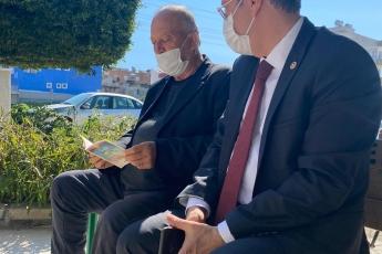 Karaduvar Mahallemizde Muhtarımız Fikret Altan'la birlikte Mahalle Esnafımızı Ziyaret Ederek, Genel Başkanımız Sayın Kemal Kılıçdaroğlu'nun Açıkladığı İktidarımızın İlk Haftasında Yapacaklarımızı içeren broşürleri dağıttık ve anlattık.