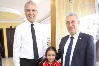 Mezitli Belediye Başkanı ve Adayımız Neşet TARHAN ile GMK Bulvarında Esnaf Ziyaretine Katılımımız.-08