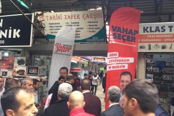 Mersin Büyükşehir Belediye Başkan Adayımız Vahap SEÇER ile Tarihi Zafer Çarşısı Esnafları Ziyaretine Katılımımız.-02