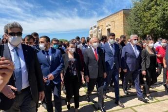 19 Mayıs'ta Genel Başkanımız Sayın Kemal Kılıçdaroğlu'nun önderliğinde: Milletvekillerimiz, örgütümüz ve hem ülkemizin hem de partimizin öz gücü olan gençlerimizle beraber Atamızın huzurundayız.