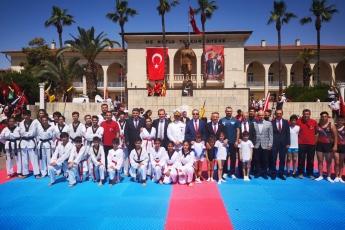 19 Mayıs Atatürk'ü Anma Gençlik ve Spor Bayramı Cumhuriyet Meydanı Protokol Resmi Töreni ve Kutlamalarına Katılımımız.-03