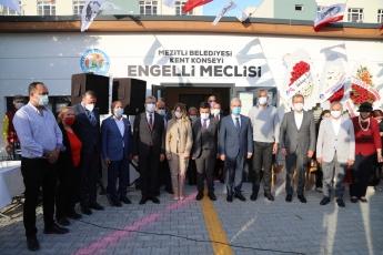 Mezitli Belediyemizin ve Mezitli Kent Konseyi işbirliği ile Gerçekleştirilecek Olan Engelli Meclisi Açılış törenine Büyükşehir Belediye Başkanımız Vahap Seçer, Mezitli Belediye Başkanımız Neşet Tarhan, Mersin ESOB Başkanımız Talat Dinçer ile birlikte katıldık.