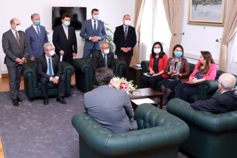 Yalova'da saha çalışmalarımızdaki izlenim ve tespitlerimizi Genel Başkan Yardımcımız Sayın Muharrem Erkek ve Milletvekili arkadaşlarım ile birlikte Genel Başkanımız Sayın Kemal Kılıçdaroğlu'na aktardık.