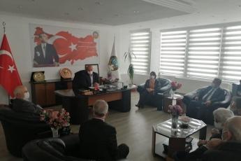 Isparta'da Milletvekillerimiz, parti yöneticilerimiz ve örgütümüzle birlikte vatandaşlarımızla ve demokratik kitle örgütlerimizle biraradayız. Yaşanan ekonomik kriz ve hukuksuzluk tablosu içerisinde partimizin çözüm önerilerini aktarıyoruz.