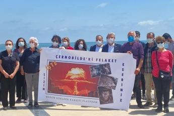 Çernobil felaketinden bu yana geçen sürede ülkemizin de yer aldığı geniş bir coğrafya çok olumsuz şekilde etkilendi. Ölümler, kanserler ve genetik bozukluklar ortaya çıktı... Çernobil Felaketinin yıldönümü dolayısıyla basın açıklaması yaptık. Nükleerde ısrar ölüm demektir.