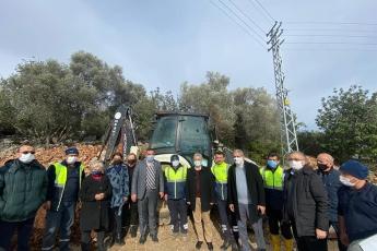 Mersin Büyükşehir Belediyemiz çalışmalarına son hızla devam ediyor. Erdemli Koordinatörü Vedat Uzunbağ ile birlikte Belediyemizin Üçtepe Mevkiinde yapmış olduğu yol çalışmalarını yerinde gözlemledik.