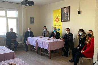 Aksaray Eğitim Sen Şube  Başkanımız Mustafa Kemal Derin ve yönetimini ziyaret ettik. AKP iktidarının deneme tahtasına çevirdiği eğitim sistemimizdeki karanlık tabloyu konuştuk. Çözüm önerilerimizi paylaştık.