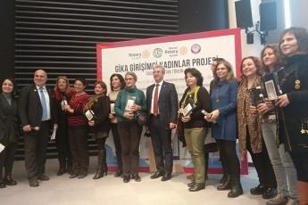 Mezitli Belediyesi Meclis Salonunda Gika Girişimci Kadınlar Projesi Tablet Dağıtım Törenine Katılımımız.-04