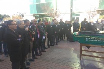 Mersin Barosu Önünde Geçmiş Dönem Mersin Baro Başkanlarımızdan 100 Yıllık Çınar Avukat Şinasi Develi nin Cenaze Törenine Katılımımız.-03