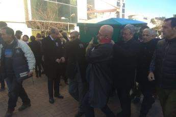 Mersin Barosu Önünde Geçmiş Dönem Mersin Baro Başkanlarımızdan 100 Yıllık Çınar Avukat Şinasi Develi nin Cenaze Törenine Katılımımız.-04