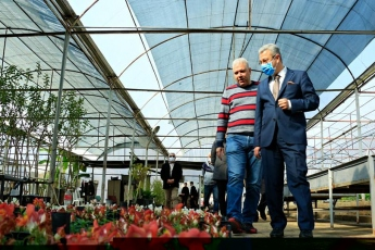 Mersin Büyükşehir Belediyesi Başkanımız Vahap Seçer'in doğaya ve Mersin'e verdiği değerin en güzel göstergelerinden biri olan Park ve Bahçeler Müdürlüğümüzü ziyaret ettik. Çalışmaları yerinde gördük. Çalışkan personele kolaylıklar diledik.